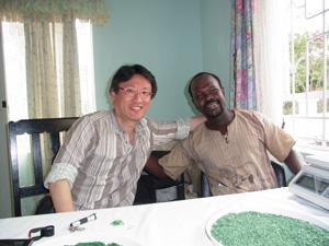 現地の地質学者John.M.Kimuyu氏と