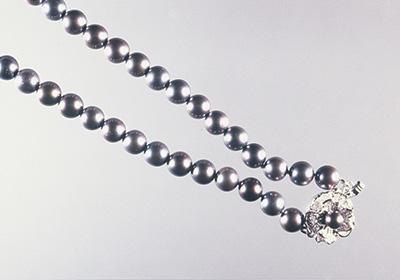 写真6:硝酸銀染めアコヤブラック真珠