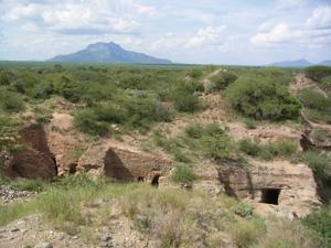 ケニア、ツァボ国立公園のツァボライト鉱山の遠景