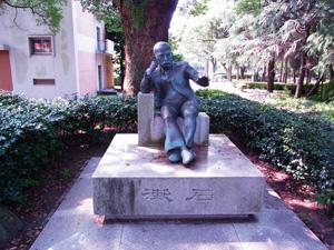 夏目漱石像