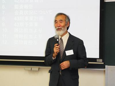総会で挨拶をされる神田久生新会長