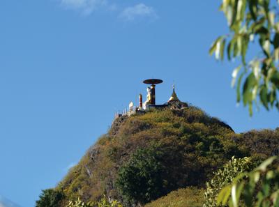 パゴダと仏陀像