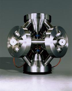 1.キュービック型マルチアンビル装置   (US synthetics社製)