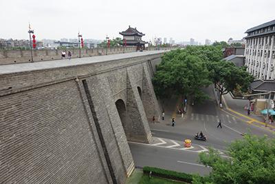 市の中心部を取り囲む明代に築かれた城壁