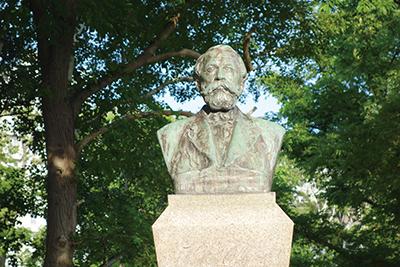 北海道大学構内にある札幌農学校初代教頭 ウィリアム・スミス・クラーク像