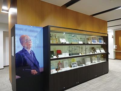 鈴木章名誉教授の研究に関する展示