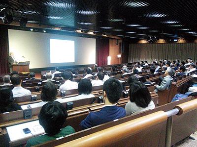日本鉱物科学会 平成27年度受賞講演の様子(小柴ホール)