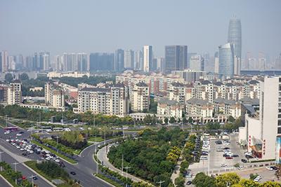 Fig.4鄭州市新都心のビル群を望む