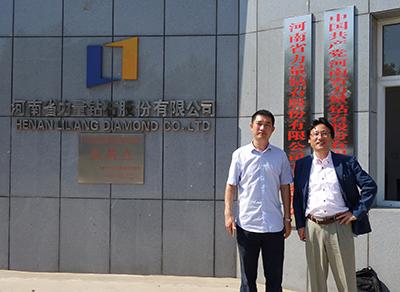 Fig.5河南省力量钻石股份有限公司の邵增明社長(左)