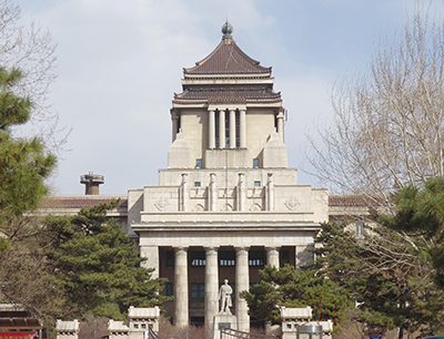 Fig.3旧満州国国務院の建物。現在は吉林大学の医学系の研究棟として利用されている。