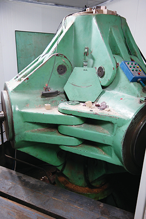 Fig.8稼働中のキュービック型マルチ・アンビル装置