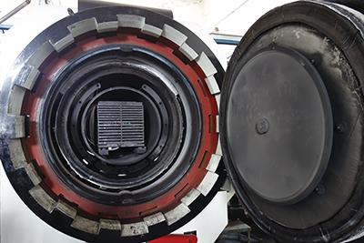 Fig.19–2 大型の焼結用設備の内部の様子