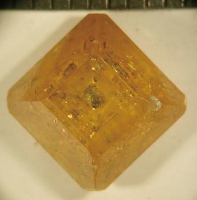 図4.10mm、2.45ctのIb型単結晶