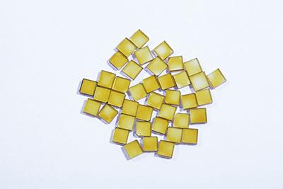図7.3x3x1mm のIb型単結晶片