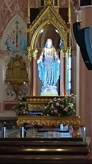 図24.サファイアで飾られた聖母マリア像