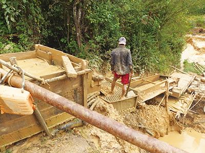 図10–2.Shwe Tharyar VillageのMEC鉱山