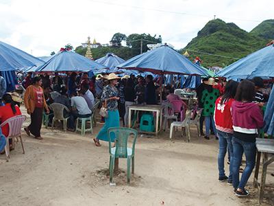 図22.Pan Shanのジェムマーケット。訪問当日は祭りが行われていたため、普段よりは人が少ないとのことだったが、それでも人の量に圧倒された。