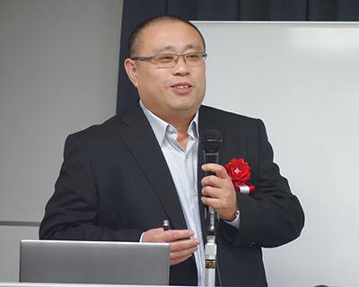 講演中の賈暁鵬 教授