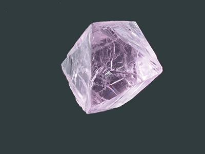 写真2–2:蛍光灯の種類、太陽光でカラーチェンジするタイプのキヤノンオプトロン製合成蛍石