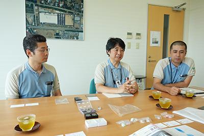写真5:今回お話を伺ったキヤノンオプトロン株式会社の大場点氏(中央)、河目直之氏(左)、金氏正一郎氏(右)