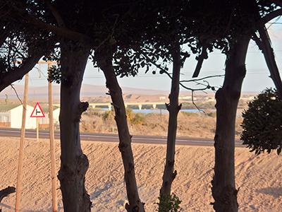 宿泊したロッジから見える風景。オレンジ川にかかる橋を超えると南アフリカ