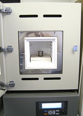 図2:加熱処理に用いたマッフル炉     (ADVANTEC製 FUM312DA)