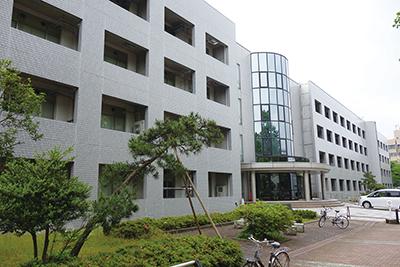 写真1 総会・講演会を行なった富山大学理学部