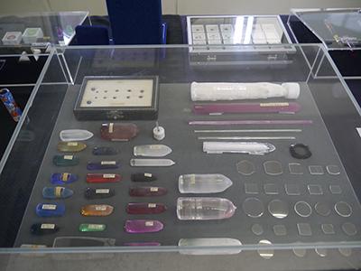 写真12–1 ルビカ工業で制作された合成コランダムの結晶