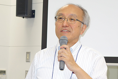 写真3 特別講演中の大藤茂教授