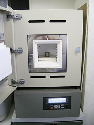 図2:加熱に用いたマッフル炉 (ADVANTEC社製FUM312DA)