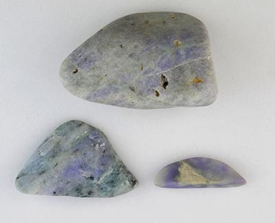 図6–2:青海地域の立橋から産出された青色がかったラベンダーヒスイ原石