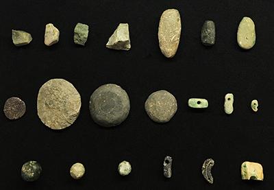 図1:新潟県糸魚川地域から発掘された縄文時代のヒスイ装飾品