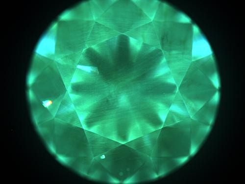 図21–3:CVD合成ダイヤモンド/DiamondViewTM像の一例