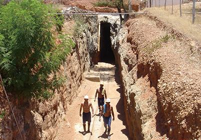 図15:キントス鉱山坑道入り口