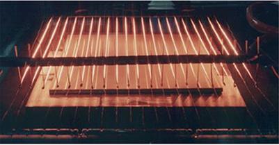 図3.CVD法の固相 – 気相界面の写真 a)熱フィラメントCVD法
