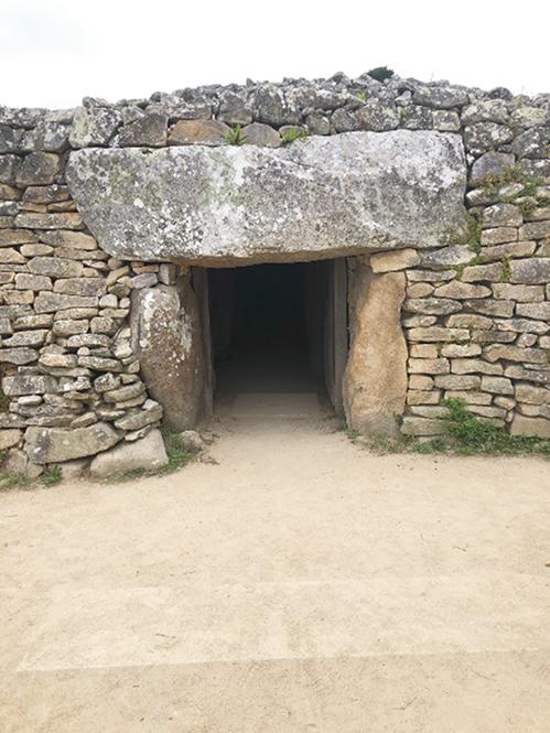 03-10ロクマリアケールの古墳の入口RGB225-499