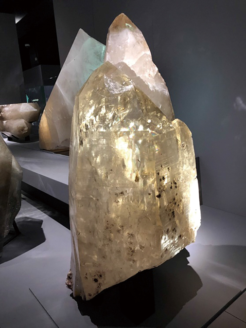 03-44自然史博物館大原石3つRGB206-500
