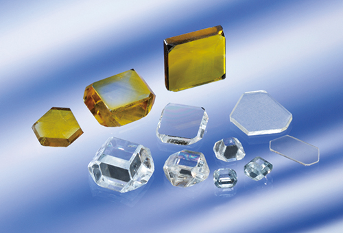 Fig. 5 産業用大型合成単結晶ダイヤモンド 住友電気工業(株)提供