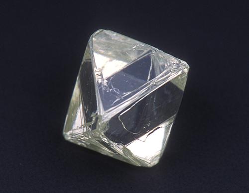 図13. 八面体の天然ダイヤモンド原石