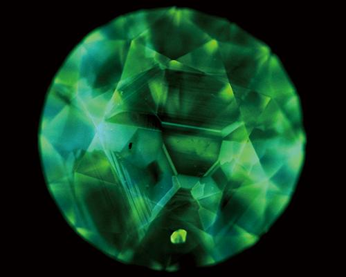 図23. HPHT法合成ダイヤモンドのDiamondViewTM像