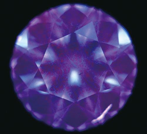 図24. Ⅱ型天然ダイヤモンドの特異なDiamondViewTM像