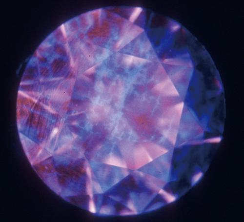 図25. CVD法合成ダイヤモンドのDiamondViewTM像